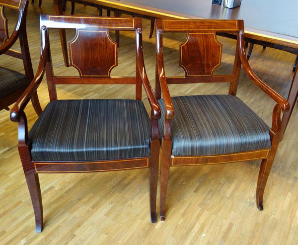 Kopi og original av stoler til Statsministerens kontor