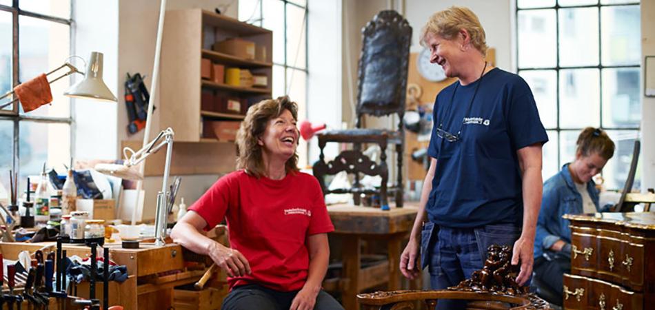 Foto: Møbelverkstedet restaurering. Eierene Hanne Bjørk og Anne Cathrine Hagen