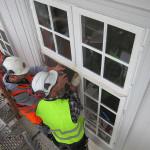 Eidsvollsbygningen | Montering av vinduer